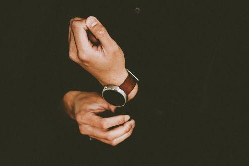 rankos,asmuo,žiūrėti,laikrodis