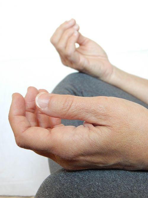 rankos,medituoti,meditacija,atsipalaidavimas,Moteris,sveikata,gyvenimo būdas,zen,sveikata,atsipalaiduoti,sėdi,psichinė sveikata