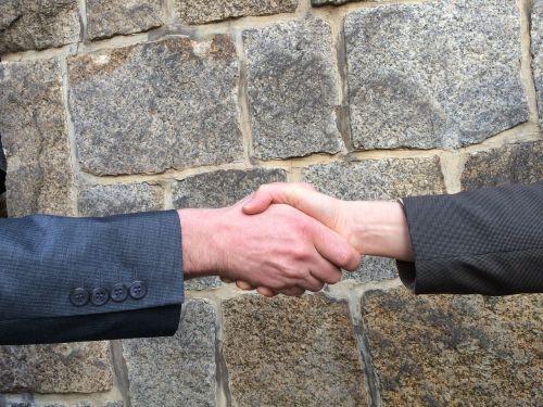 rankos judesys,rankos,purtant rankas,derybos,Sveiki,bendradarbiavimas,verslas,verslininkai,duoti rankas