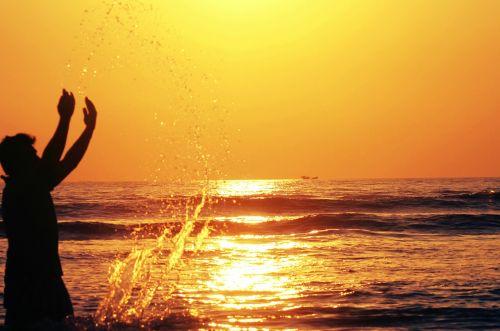 laimingas berniukas laimingas su vandeniu,vanduo yra laimė,jaunuolis,laimingas,vanduo,vaikas,jaunas,linksma,vaikas,šypsena,mielas,vaikystę,baseinas,lauke,maudytis,vaikai,linksmas,išraiška,žaisti,asmuo,jaunimas,mėlynas,veidas,apsimesti,mažai,žavinga,laimė,berniukas,balta,kostiumas,žaisti,padaryti,vienas,šlapias,plaukti,metai,akiniai,berniukas