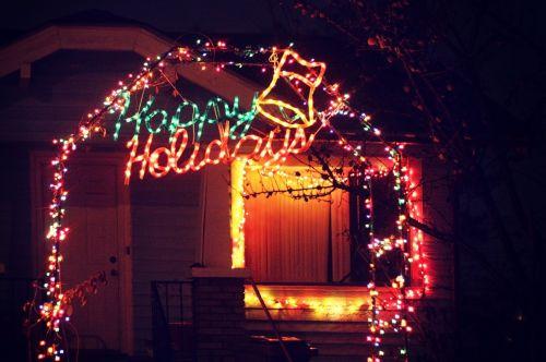 laimingi & nbsp, atostogos, Kalėdų & nbsp, žiburiai, naktis, namas, šviesa, apšviestas, apšviestas, arka, namai, Kalėdos, sezoninis, apdaila, šventinis, linksmų švenčių
