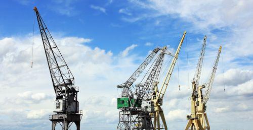 uosto kranai,dangus,debesys,mėlynas dangus,industrija,uostas,kranai,laivyba,pakrovimo kranai,prekių gabenimas,transportas,generalinis krovinys,pakrovimas,iškrovimas,pakrovimas ir iškrovimas