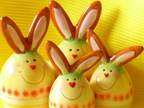 kiškis,Velyku Triusis,figūra,porcelianas,garsas,spalvinga,dažytos,deko,apdaila,kiaušinis,Velykinis kiaušinis,veidas,herzchen,figūrėlė,Velykų apdaila,Velykos nuotaika,Velykų šeima,Velykų zuikių šeima,juoktis,linksmas,draugiškas,gražus,graži