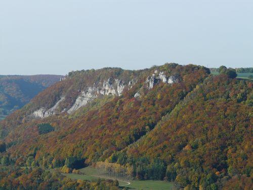 Hausener uolos,swabian,Alb,albų karnizai,perspektyva,regėjimas,Rokas,kalnai,gamta,kraštovaizdis,miškas,alb plokštė,Filso slėnis,hausen,albumo kraštas,hausener siena,hausen an der fils,viršutinė filstalė,balta jura,kalkakmenis,klinčių uolos,ruduo,rudens miškas,dažymas
