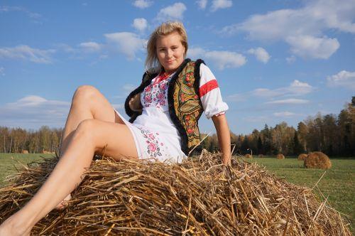 šienas,laukas,ruduo,gamta,rudens gamta,ūkis