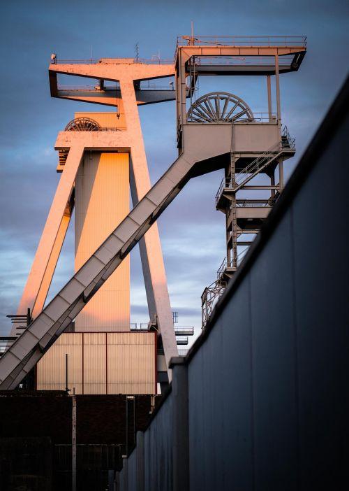 galvos rėmas,kasyba,pramoninė gamykla,pramoninis paveldas,mine,konvejerinė sistema,lauro sistema,anglies kasyklos,Saarlandas,Göttelborn,vakaro saulė