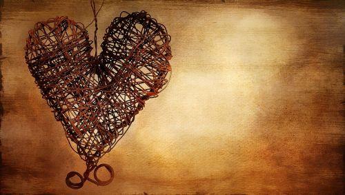 širdis,metalinė širdis,rusva širdis,vielos širdis,dažytos,dažymas,teksto laisvė,atvirukas,vaizdas