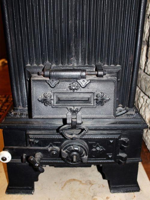 šildymas,orkaitė,senas,istoriškai,ketaus,šiluma,Iš arti,durys,lankstymas,medienos deginimo krosnis,labai senas