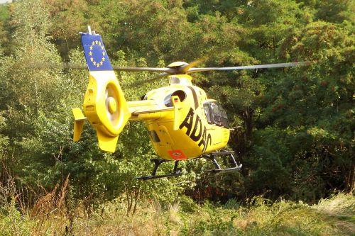sraigtasparnis,gelbėjimas,adac oro gelbėjimas,gelbėjimo sraigtasparnis,greitosios pagalbos sraigtasparnis,miškas,laistymas
