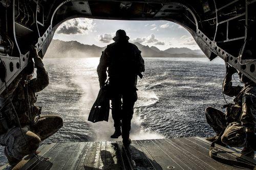 Helocasting,sraigtasparnis,Chinook,vanduo,kariuomenė,šokinėti,kritimas,transportas,mokymas,orlaivis,purentuvas,vandenynas,jūra