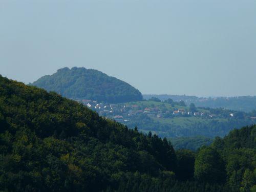 Hohenstaufen,liudytojų kalnas,swabian alb,trys kaiserbergai,albų karnizai,kūgio kalnas,kalnas