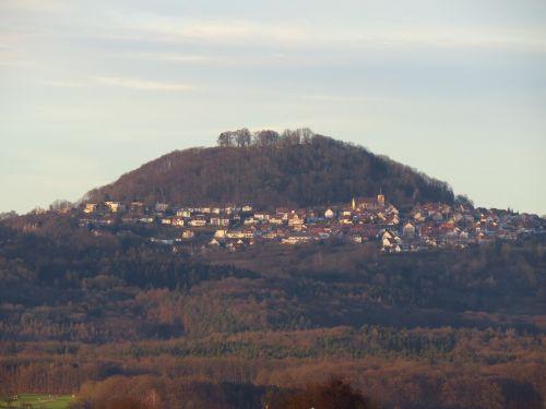 Hohenstaufen,kalnas,liudytojų kalnas,swabian alb,trys kaiserbergai,kūgio kalnas,albų karnizai