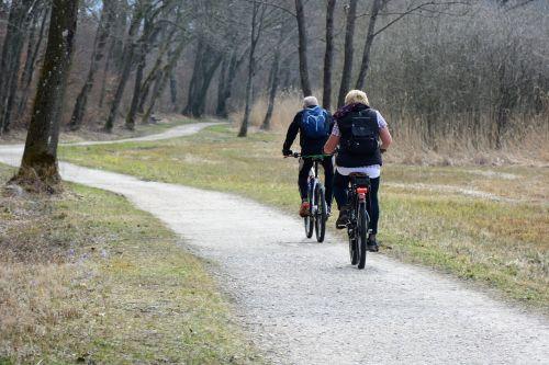 šventė,laisvalaikis,gamta,dviračiu,atsigavimas,dviratininkai,ratas,toli,dviračių kelionė,pasivažinėjimas dviračiu,dviračių takas,romantiškas,nuotaika,dviratis,dviračių takai,kranto takai