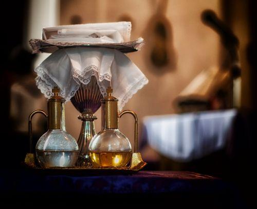 šventas vynas,šventas vanduo,bažnyčia,tikėjimas,religija,ritualas,katalikų,viduje