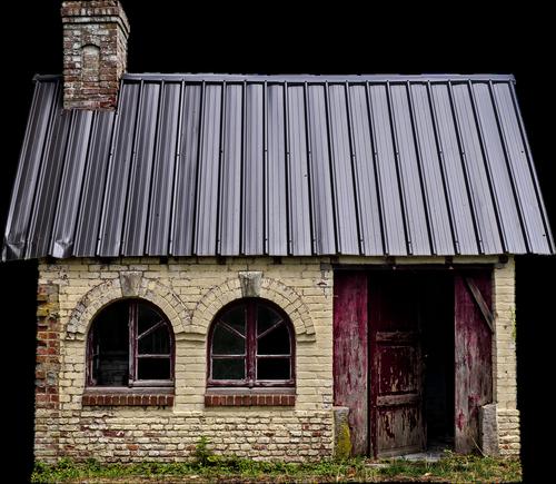 namas, metai, statyba, išskiriamas, mažas, kaminas, langas, durų, atviras, atsisakyta, tuščia, gofruotas lakštas, mūrinis namas, Nekilnojamasis turtas, skilimas, atlaikė, kaimiškas, Raganos namas, architektūra, mūro, miško namas, plyta