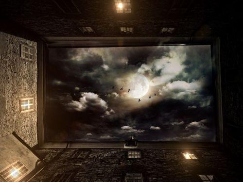 namai,kiemas,langas,dangus,perspektyva,naktis,mėnulis,debesys,vaiduoklis,šviesa,lempos,paukščiai,nuotaika,pastatas,architektūra,aukštas,hof,fasadas,apšvietimas