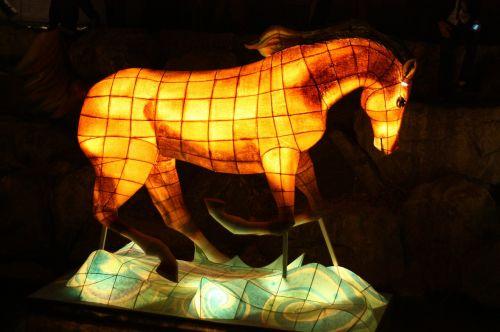 arklys,žibintų festivalis,Cheonggyecheon srautas,kkotdeung festivalis,izometrinis straipsnis