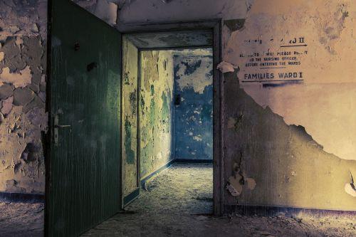ligoninė,senoji ligoninė,viduje,architektūra,senas pastatas,senas,istoriškai,palikti,pasibaigė,pastatas,prarastą vietą,keista,nusidėvėjęs,praeitis,sunaikintas,skilimas,trumpalaikis laikotarpis,sergantis,nuleisti,atmosfera,mūra,praėjo,išsiskirti