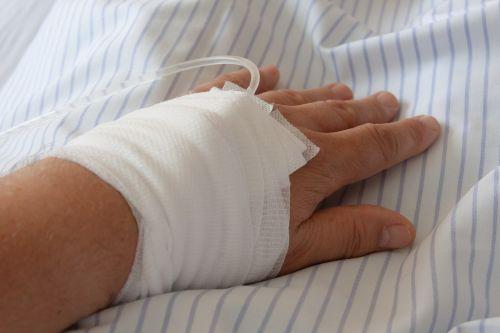 ligoninė,infuzija,ranka,asociacija,marlės tvarstis,apsauga,žarna,Patinas