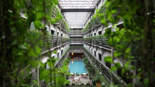 viešbutis,architektūra,šiuolaikiška,dizainas,pastatas,balta,interjeras,miesto,stilius,vintage,erdvė,baseinas,augalas,ekologinis viešbutis,šventė,svečių namai,žalia viešbutis,apdaila,kelionė
