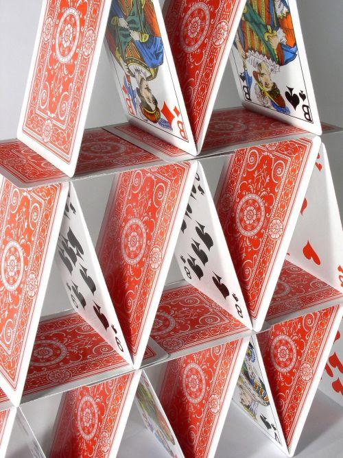 kortų namelis,trapi,Žaidžiu kortomis,rizika,rizikingas