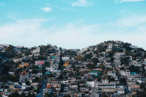 namai,namai,miesto panorama,pastatai,Miestas,priemiesčio namai,eilių namai,priemiestyje,priemiestis,eilutė,stogas,lauke,miestas,oro vaizdas,architektūra