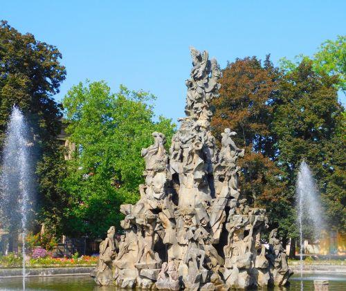 hugenotas fontanas,fontanas,pelnas,vidurinė frankonija,bavarija,Vokietija,schlossgarten,vandens fontanas,architektūra,įsigyti hugenot fontano,Sveik,burbulas