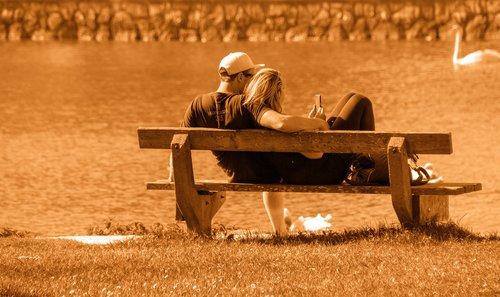 žmogus, vyras, moteris, pora, bankas, pobūdį, paauglių, mėgautis, bendrumo, jaunuoliai, romantiškas, priklausyti nuo, Išmanusis telefonas, ežeras, vandens, atsipalaiduoti