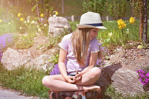 žmogus, vaikas, mergaitė, bagažas, basas, skrybėlę, out, gamta, portretas, lietus, pavasario lietus, balandžio lietus