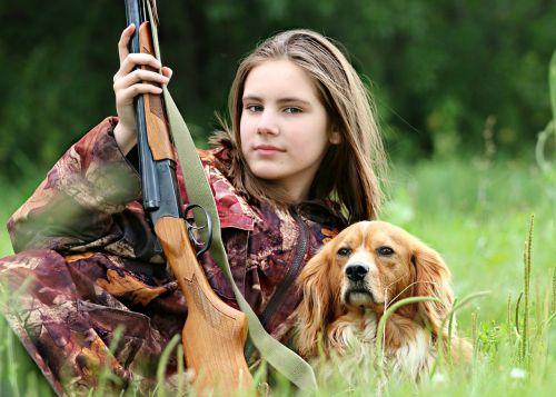 medžiotojas,miškininkas,medžiotojas,šautuvas,šuo,medžioklė,mergaitė,miškas,Camo,melas,gamta,ginklai,vasara