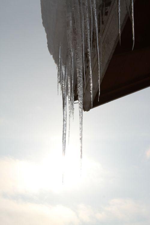 ledas,varveklių,varveklių,šaltas,kristalas,sušaldyta,vanduo,žiema,sniegas,šaltas,ledinis,gruodžio mėn .,sausis,užšaldyti,oras,ledinis,chill,atšaldytas,pakabinti,kabantis,ledinis