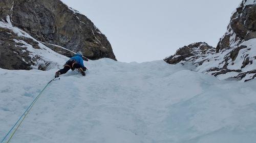 ledo laipiojimas,bergsport,Ekstremalus sportas,alpinizmas,šaltas,ledas,ledkalnis,krioklys,sušaldyta,šiaurinė siena,Šveicarija,Alpių,lipti,ledkalniai,Sertig,davos,švino laipiojimas,alpinistas