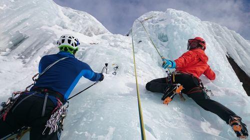 ledo laipiojimas,ledas,lipti,Ekstremalus sportas,sušaldyta,ledkalnis,ledkalniai,ledo įrankiai,ledo varžtas,ledo kirvis