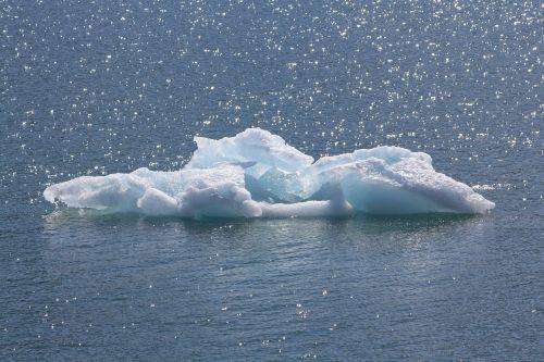 Ledas, Jūra, Arktinė, Ledkalnis