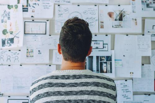 idėjos, pradėti, verslininkas, vizionierius, lenta, pradedantiesiems, kambarys, patalpose, suaugęs, biuras, žmonės, verslas, technologija, verslo žmogus, jauni verslo žmonės, Patinas, įmonės, šiuolaikiška, komanda, dizainas, dizaineris, smegenų audra, smegenų audra, komandinis darbas, be honoraro mokesčio