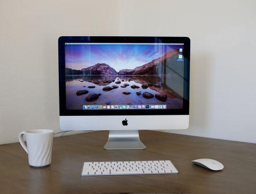 imac,stalinis kompiuteris,namų biure,balta,obuolys,stalinis kompiuteris,technologija,kompiuteris,biuras,stalas,darbo vieta,kompiuterio ekranas,verslininkas,dirbantis savo paties įmonėje