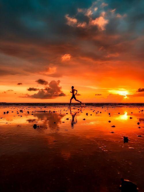 Indija,vyras,siluetas,bėgimas,bėgiojimas,pratimas,saulėlydis,dusk,dangus,debesys,pajūris,papludimys,vanduo,apmąstymai