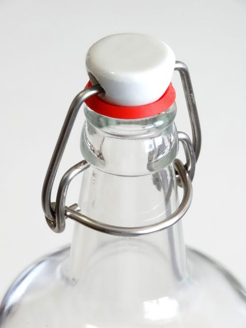 geležinė spyna,stiklinis butelis,butelis,vandens butelis,alaus butelis,uždarymas,saugus,priversti,gėlė,raudona,metalas,blizgantis,sulenktas,keramika,stiklinis