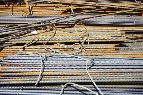 geležies strypai,armatūros strypai,plienas statyboms,rusvas,Statybinė medžiaga,svetainė,plienas,namo statyba,geležis,armatūra,naujas pastatas,gelžbetonis,sulenktas,medžiaga,struktūrinis plienas matinis