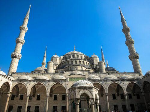 istanbulas,Turkija,kelionė,architektūra,miestas,turizmas,mečetė,pastatas,istorinis,žinomas,minaretas,rytietiškas,eksterjeras,Islamas,musulmonas,tradicinis,kultūra,istorinis,sultono ahmed mečetė,minaretai,mėlynas,dangus