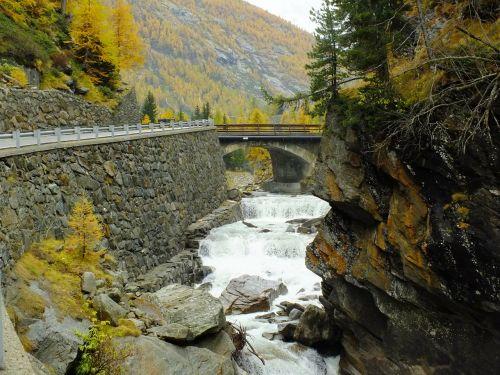 italy,Aosta slėnis,aosta,Gran paradiso,Nacionalinis parkas,ruduo,upė,keliauti,Spalio mėn,tiltas