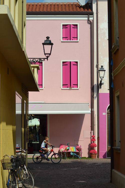 italy,alėja,Senamiestis,pastatas,architektūra,galinis kiemas,vasara,namai,istoriškai,šoninė gatvė,spalvinga,romantiškas