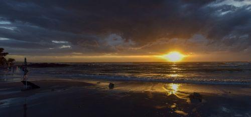 italy,saulėlydis,jūra,panorama,kranto,žibintai,šventė,vanduo
