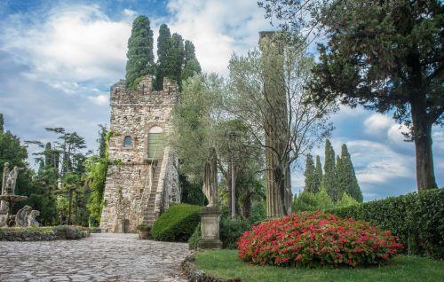 italy,Europa,kelionė,turizmas,vanduo,sirmione,vasara,vaizdas,atostogos,kraštovaizdis,lauke,saulėtas,peizažas,dangus,gamta,saulėtas dangus,grazus krastovaizdis,sodas,vila kortinas,saulės šviesa,debesis