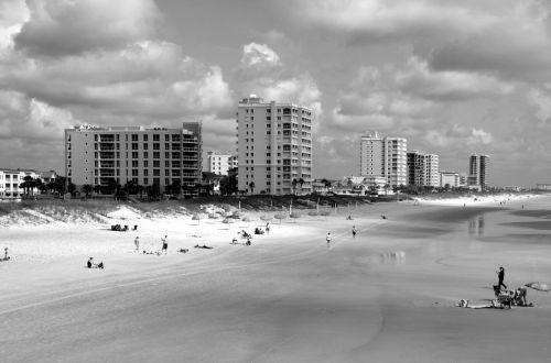 Džeksonvilis & nbsp, paplūdimys, florida, kraštovaizdis, papludimys, turizmas, žmonės, smėlis, jūros dugnas, vandenynas, bangos, kurortas, atostogos, juoda & nbsp, balta & nbsp, vaizdas, Jacksonville paplūdimys, florida