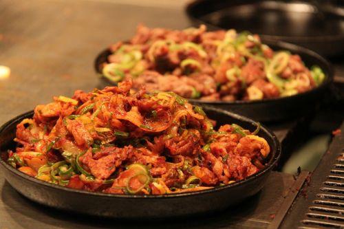 Japonų maistas,skanus,maistas,skanus,skanus,kepta kiauliena,svogūnai,kyoto,Japonija,japanese,svogūnai,mėsa,kiauliena,asian,gurmanams,maistas,pietūs,vakarienė,tradicinis,plokštė,valgyti,kelionė,alkanas