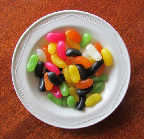 guminukai,želatiniai saldainiai,drebučių saldainiai,saldainiai dubenyje,spalvoti saldainiai,spalvos,želė spalvos,baltas dubuo,cukrus,gydo,Halloween,saldainiai,spalvinga,balta,saldainiai,skanus,desertas,užkandis,saldus