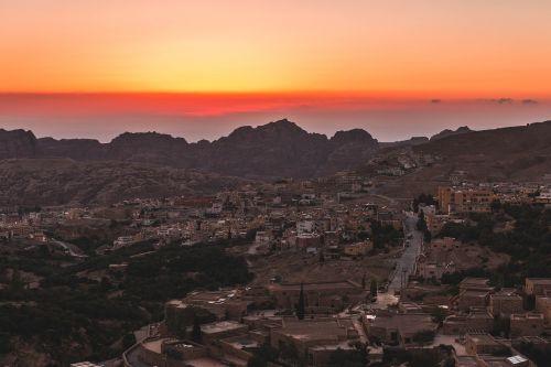 Jordan, Miestas, Saulėlydis