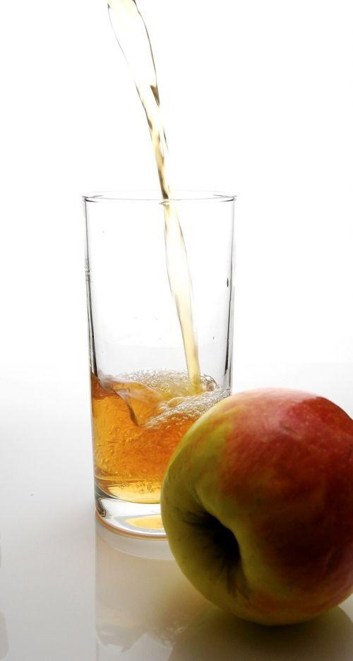 sultys,gerti,troškulys,stiklas,vitaminai,vaisių sultys,atsipalaidavimas,troškulio gesintuvas,šiluma,tee,šalta arbata,obuolių sultys,obuolys,labiausiai