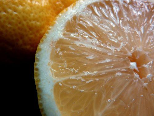 sultingas,rūgštus,tropiniai vaisiai,atogrąžų vaisiai,vitamino C,vitaminai,turtingas vitaminais,balta,citrina,pusė citrinos,citrusiniai,Citrusinis vaisius